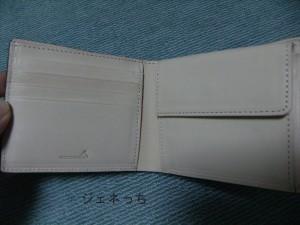 コードバン2つ折り財布です