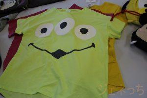 3つ目エイリアンのTシャツ