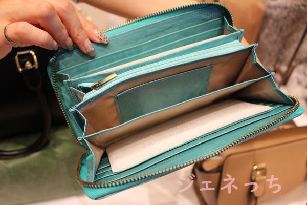 大きく広がるので、中身が見やすいお財布です