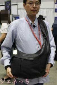 SWAN ホースレザー 本革ボディバッグをかけてみた